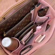 Discover recipes, home ideas, style inspiration and other ideas to try. Lv Handbags, Louis Vuitton Handbags, My Bags, Purses And Bags, Inside My Bag, What In My Bag, Handbag Organization, Vuitton Bag, Luxury Bags