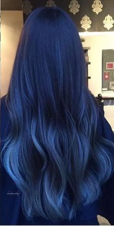 Latest trend in hair: Are you ready for navy blue hair? - - Latest trend in hair: Are you ready for navy blue hair? The popularity of navy blue hair is increasing! We are used to blue hair, pink, what about navy blue? Cute Hair Colors, Hair Dye Colors, Cool Hair Color, Two Color Hair, Blue Ombre Hair, Ombre Hair Color, Dyed Hair Blue, Hair Color Dark Blue, Black Blue Ombre