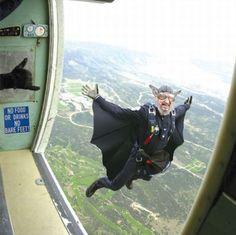 Aventarse de paracaídas ya es cool... Hacerlo así es DEMASIADO cool.