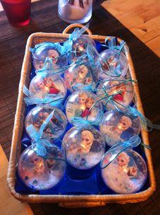 Invitation anniversaire boule Reine des neiges ❄ ou cadeau pour les petites invitées ❄ Disney Princess Birthday Party, Frozen Birthday Party, 4th Birthday, Birthday Parties, Birthday Ideas, Frozen Christmas, Christmas Cards, Frozen Party Centerpieces, Frozen Invitations
