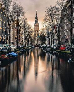 A view from Love lockers bridge - Amsterdam . .  @beautifuldestinations @wonderful_places @earthpix @destination.earth @earthofficial @awesome_earthpix . . . . . . #iamsterdam #traveltheglobe#traveleurope #europetrip #travelmore#doyoutravel #thenetherlands#kings_villages #kings_shots #kings_hdr#decouvrirensemble#worldtravelpics#wonderful_places#hello_worldpics#communityfirst#passionpassport#huffpostgram#bestvacations#ig_masterpiece#igworldclub#lonelyplanet…