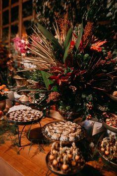 Casamento judaico romântico no campo em tarde indescritível no interior de São Paulo – Camila Camila, Weeding, Christmas Tree, Texture, Holiday Decor, Crafts, Ideas, Wedding Website, Groom And Groomsmen