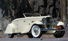 1935 Duesenberg Model JN convertible coupe ( formerly owned by Clark Gable).