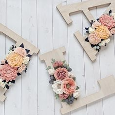 icu ~ Pin about Floral nursery, Flowers and Floral letters on Floral nurseries ~ This Pin was discovered by The Grey Rose. Felt Flowers, Paper Flowers, Felt Crafts, Diy And Crafts, Wooden Crafts, Flower Letters, Baby Letters, Wooden Letters, Floral Nursery