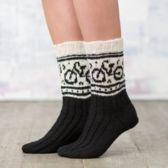 Sykkelsokken | Garnkurven Cute Socks, My Socks, Wool Socks, Knitting Socks, Norwegian Knitting Designs, Fall Jeans, Fair Isle Pattern, Patterned Socks, Colorful Socks