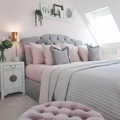 Pink And Grey Bedroom Decor - Home Design and Interior Bedroom Decor Grey Pink, Pink And Grey Room, Dusty Pink Bedroom, Bedroom Colors, Blush Grey Bedroom, Bedroom Inspo Grey, Light Pink Bedrooms, Grey Bedroom Design, Home Bedroom