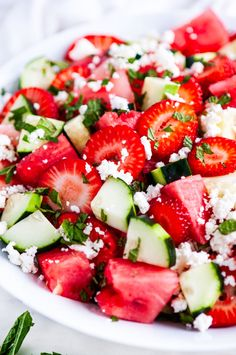 Watermelon Strawberry Cucumber Salad - The most refreshing 5 minute summer salad! Made with just 5 ingredients: watermelon, strawberry, cucumber, feta cheese and mint. Healthy Side Dishes, Healthy Snacks, Healthy Eating, Cucumber Recipes, Cucumber Salad, Watermelon Salad Recipes, Watermelon Cucumber Feta Salad, Arugula Salad Recipes, Mint Salad
