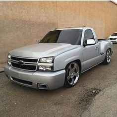 I'm not a fan of GM trucks after about but, I like this one. Don't know what year it is. 2002 Chevy Silverado, Custom Silverado, Silverado Truck, Chevy Stepside, Custom Chevy Trucks, Chevy Pickup Trucks, Chevy Pickups, Chevrolet Trucks, Z71 Truck