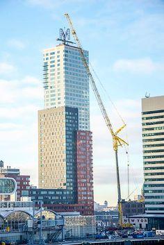 Liebherr - LTM mobile crane in Rotterdam, Netherlands. Heavy Construction Equipment, Heavy Equipment, Crane Construction, Construction Machines, Excavation Equipment, Crawler Crane, Oil Platform, Offshore Wind, Oil Refinery