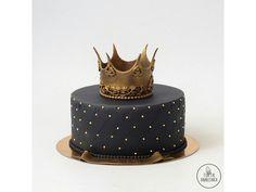 чёрный торт с короной