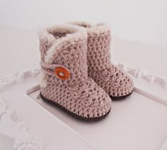 Crochet unisex baby booties 100% merino by Vintagesouletsyshop