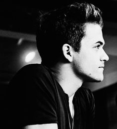 Hunter Hayes omg !!!!! Think i just died *dead* … i cant even discribe how amaziningly gorgeous he looks. Omg i think hes an angle a beatiful angle that has fallen from above (: i love u hunter