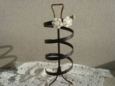 Vintage SPIRAL EARRING HOLDER With 1 Pair Vintage by suzannesstuff