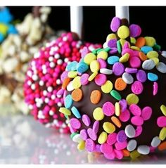 Cake pops. Cake. Pops. Cake that are pops?!?! Oh please, go ahead and tell me you don't think this is genius.