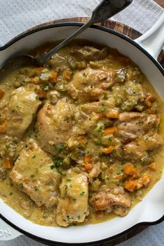 Creamy chicken in the slow cooker Here's an easy, warming slow cooker chicken recipe that you can prepare ahead of time. And any leftovers will be delicious the next day! Slow Cooker Huhn, Crock Pot Slow Cooker, Slow Cooker Chicken, Slow Cooker Recipes, Crockpot Recipes, Chicken Recipes, Cooking Recipes, Healthy Recipes, Slow Cooking