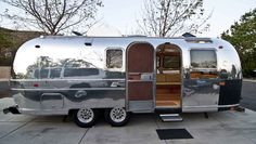 1970 Airstream, want one of these! Airstream Land Yacht, Airstream Travel Trailers, Travel Camper, Vintage Campers Trailers, Camper Trailers, Airstream Motorhome, Classic Trailers, Airstream Renovation, Tiny Trailers