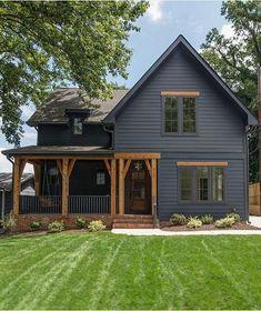Black House Exterior, House Paint Exterior, Exterior House Colors, Grey Exterior, House Exterior Design, Small Modern House Exterior, Exterior Houses, Small House Exteriors, Interior Design