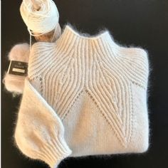 Knit the sweater you've always imagined, by creating the pattern yourselftraktor John Deereknitting tutorial, free knitting pattern, knit, free online Knitting Yarn, Free Knitting, Baby Knitting, Knitting Designs, Knitting Projects, Chunky Knit Yarn, Stil Inspiration, Winter Sweaters, Women's Sweaters