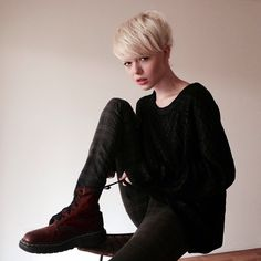 she looks like me when i had my short platinum hair! and loving those boots...