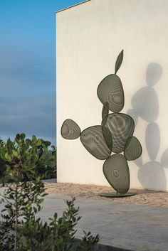 New Emu Sculptures for Outdoor Ficus, a steel cactus designed by Chiaramonte-Marin - Lori's Decoration Lab Sculpture Projects, Sculpture Clay, Abstract Sculpture, Wall Sculptures, Sculpture Ideas, Ceramic Sculptures, Bronze Sculpture, Ficus, Outdoor Sculpture