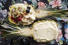 Raikas ananasjälkkäri kruunaa aterian ja on täydellinen piristys pimeisiin iltoihin.