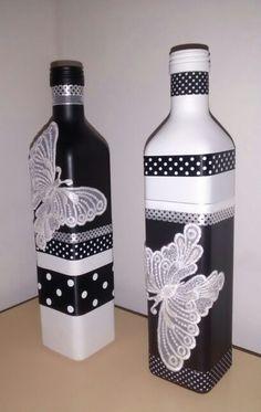Glass Bottle Crafts, Wine Bottle Art, Painted Wine Bottles, Diy Bottle, Bottles And Jars, Glass Bottles, Recycled Bottles, Bottle Painting, Mason Jar Crafts