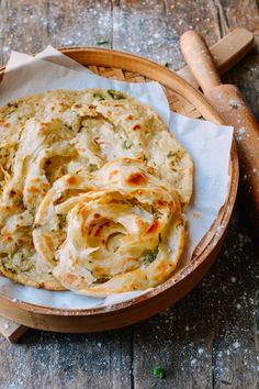 "Shou Zhua Bing (Chinese Pancakes) a deliciously wonderful cousin of the scallion pancake that translates to ""Hand grab pancake"" because you can easily pull apart the layers Chinese Pancake, Chinese Food, Chinese Breakfast, Scallion Pancakes Chinese, Wok Of Life, Kebab, Good Food, Yummy Food, Le Diner"