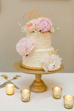Blush and Gold Harwelden Mansion Wedding | Aisle Perfect: http://aisleperfect.com/2016/03/blush-gold-harwelden-mansion-wedding.html #wedding #cake