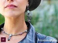 AMALASUNTHA: Boucles d'oreille artistiques féminins fait à main, pièce unique précieuse Unique Art, Jewelry Art, Arrow Necklace, Fashion, Boucle D'oreille, Locs, Artist, Bijoux, Fashion Jewelry
