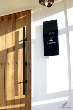 オーダーメイド アイアン サイン・抜き文字看板 | Good Steel Fellows Salon Interior Design, Interior And Exterior, Shop Signage, Home Workshop, Cafe Shop, Sign Design, Door Knobs, Store Design, Building Design