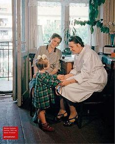 «Детский врач», 1952 год. Из архивов журнала Огонек @VanGogh.i #лето #этобылодавноэтобылонедавно#советскийсоюз #petersburggram#вспомникаквсеначиналось #вспомни #детство #Cccpgram #USSR #СССР #ПриветИзПрошлого  #retro #photo #советы #прошлое #изпрошлого #старое #Rus #Russia #cccpgram #Instagram