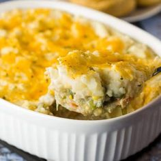 Turkey Shepherd s Pie Juicy turkey tossed with a medley of vegetables and gravy. All topped with cheesy mashed potatoes and baked to golden perfection. Thanksgiving Leftover Recipes, Leftover Turkey Recipes, Leftovers Recipes, Dinner Recipes, Turkey Leftovers, Turkey Time, Thanksgiving Leftovers, Thanksgiving 2020, Chicken Shepherd's Pie