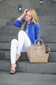 #fashion #fashionista Henar blu bianco OhMyVogue : Mango suede jacket White jeans Celine Mini Luggage camel bag Celine sunglasses YSL Arty ring bright blue fall