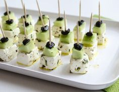 Rezept für Feta-Käse Spieße mit Gurke - Expolore the best and the special ideas about Thirty one party Party Finger Foods, Snacks Für Party, Appetizers For Party, Appetizer Recipes, Simple Appetizers, Seafood Appetizers, Cheese Appetizers, Dinner Recipes, Tasty