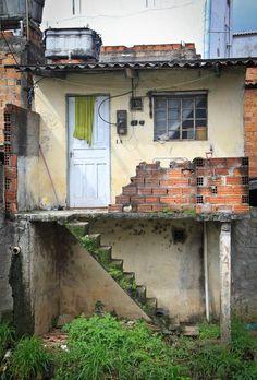 05112014-Casa Favela copy Favelas Brazil, Derelict Buildings, Alien Art, City Aesthetic, Slums, Urban Sketching, Urban Photography, Scenery, Exterior