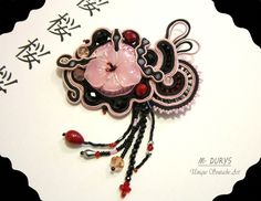 "Spilla ""sakura"" by Maria Durys -  Ispirazione giapponese. Brooches, Belly Button Rings, Washer Necklace, Jewelry, Craft, Pendants, Italia, Soutache Jewelry, Jewlery"