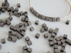 20pc - 3x3mm - perle hématite en forme de cubes intercalaires de couleur argenté gris béton mat