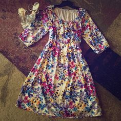Beautiful white floral dress Old navy , size medium , beautiful condition! Perfect for spring Old Navy Dresses