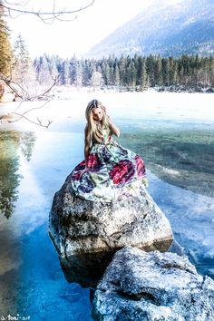 Mädchen Girl Woman Frau Hintersee See River Cold Kalt Eis Ice Schönes Kleid Beautiful Dress Lonely Einsam Magic Verzaubert  Prinzessin Princess Winter