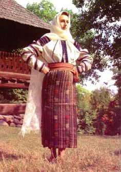 Christine Brown on Romanian Textiles, Part The Lecture Folk Costume, Costumes, Textile Museum, Still In Love, Traditional Dresses, Color Patterns, Cross Stitch Patterns, Textiles, Brown