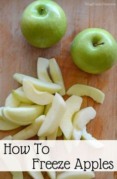 When I can get apples at a great price I stock up and add them to the freezer. really easy to do and if you know my secret you can keep your apples from turning brown in the freezer. These freezer apples are great in all kinds of apple recipes. Freezing Fruit, Freezing Vegetables, Fruits And Veggies, Freezing Apples For Pie, Cooking With Apples, Freezing Onions, Freezing Potatoes, Frozen Fruit, Frozen Meals