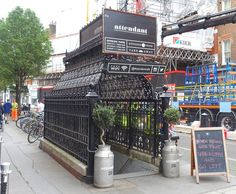 Kreatives Upcycling einer viktorianischen Herrentoilette: The Attendant Cafe in London