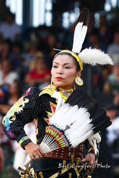 bert crowfoot Native American Dress, Native American Regalia, Native American Beauty, Native American Photos, Jingle Dress Dancer, Powwow Regalia, Native Design, Pow Wow, Native Indian