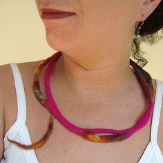 felted necklace -fuchsia Fall-