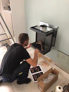 Hier word de Dru Diablo Next geplaatst. Dit is een gesloten gas-sfeerverwarmingstoestel. Een gesloten toestel haalt zijn zuurstof niet uit de ruimte waarin de haard staat maar van buiten. Dit gaat via een concentrisch afvoerpijp. De zuurstof wordt van buiten gehaald door middel van 2 pijpen aan te brengen. Door dit systeem kan het rookkanaal zowel door de gevel als het dak heen.  Volg ons voor het eindresultaat. Voor info mail naar: info@de-boers.nl 06-53645378