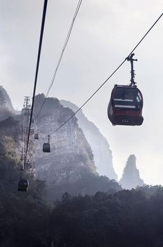 15 breathtaking views of the world from the window of gondola rides Zhangjiajie, Places Around The World, Around The Worlds, Gondola Lift, Tianmen Mountain, Recreational Activities, Exotic Places, China, Belleza Natural
