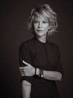 Look & Hairstyle Picture Description 2014 Short Hair Trends. Is this Meg Ryan? Love her do, but wonder how it looks when you first wake Short Hair Trends, Corte Y Color, Short Wavy, Long Bob, Great Hair, Hair Today, Hair Dos, Bob Hairstyles, Simple Hairstyles