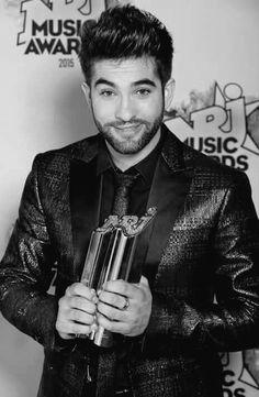 Kendji avec son trophée des NRJ Music Awards 2016 ❤️