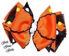 Halloween hair bow orange and black layered by GirlsGoneGirlie Halloween Hair Clips, Halloween Bows, Toddler Halloween, First Halloween, Halloween Outfits, Organza Ribbon, Ribbon Bows, Grosgrain Ribbon, Black Layers