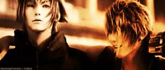 Final Fantasy xv - Prompto x Noctis   DJIHFDJHFLSHFBLH!!! *O* they need to take the color edit out of this gif other then that OMFG so Beautiful!!! <3